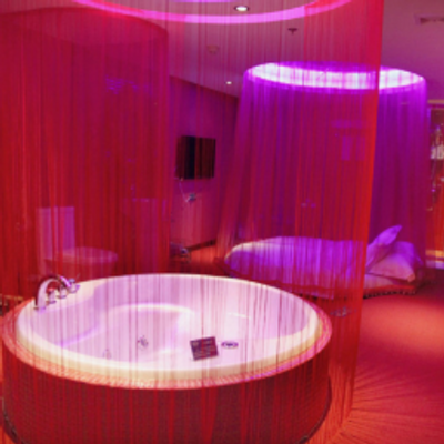 なぜ日本にはラブホテルがあるのか考えたら所得問題が見えた話